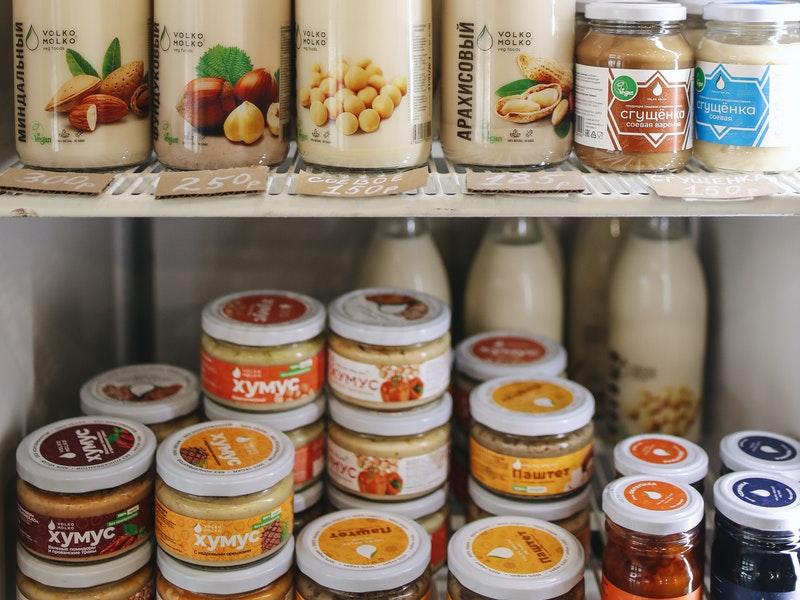 Διάφορα τρόφιμα στο ψυγείο